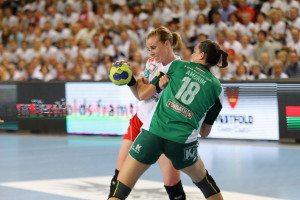 Karoline Dyhre Breivang in a duel with Györ's AMorim | Photo: Bjørn Kenneth Muggerud/Handballpix.com