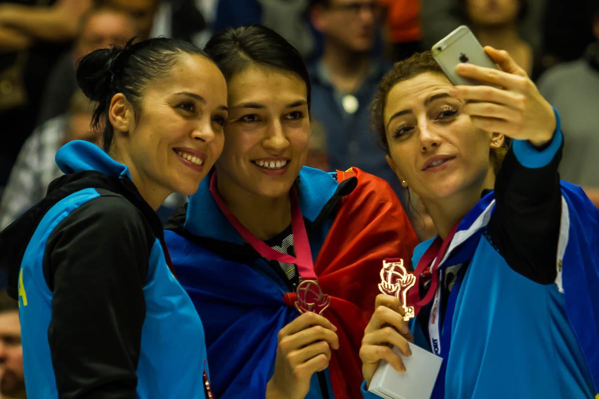 Aurelia Bradeanu,Cristina Neagu, Patricia Vizitiu